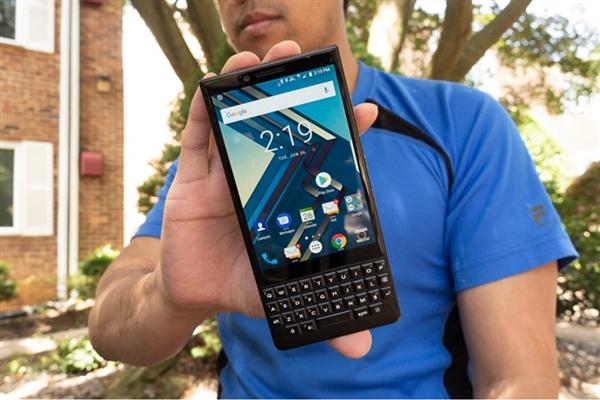 不卖手机卖软件 黑莓CEO称下周还要试试医疗保健