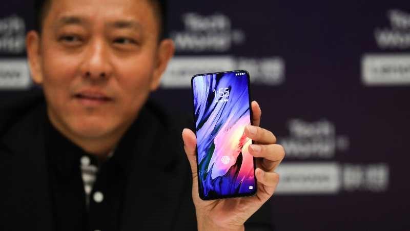 除了刘军曝光的真全面屏手机联想Z5 Pro 更惊艳的联想折叠屏手机也可能要来